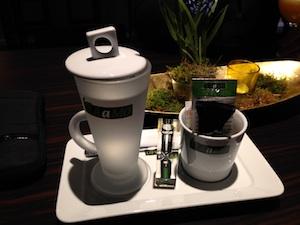 Tee bei Pantiamo mit Sanduhr serviert